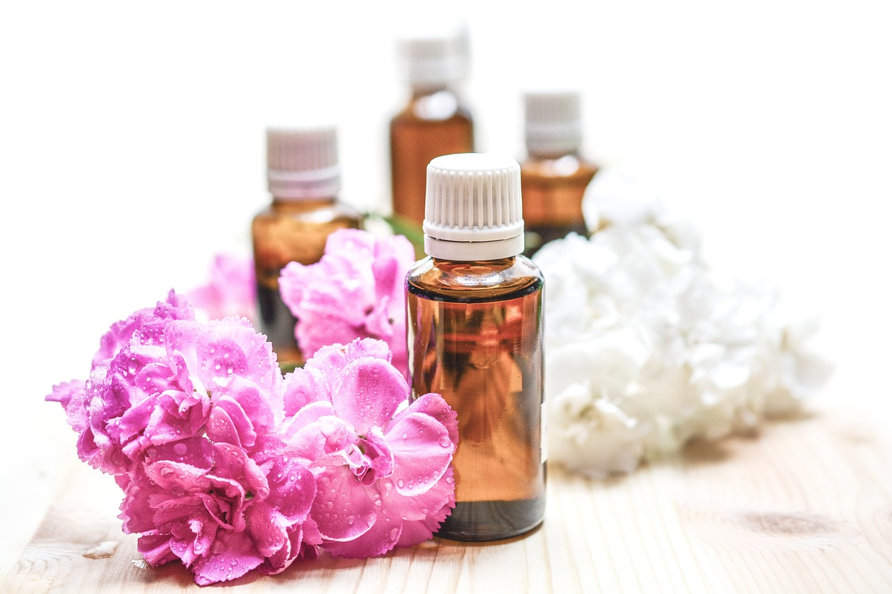 5 WAYS TO USE ESSENTIAL OILS AT HOME