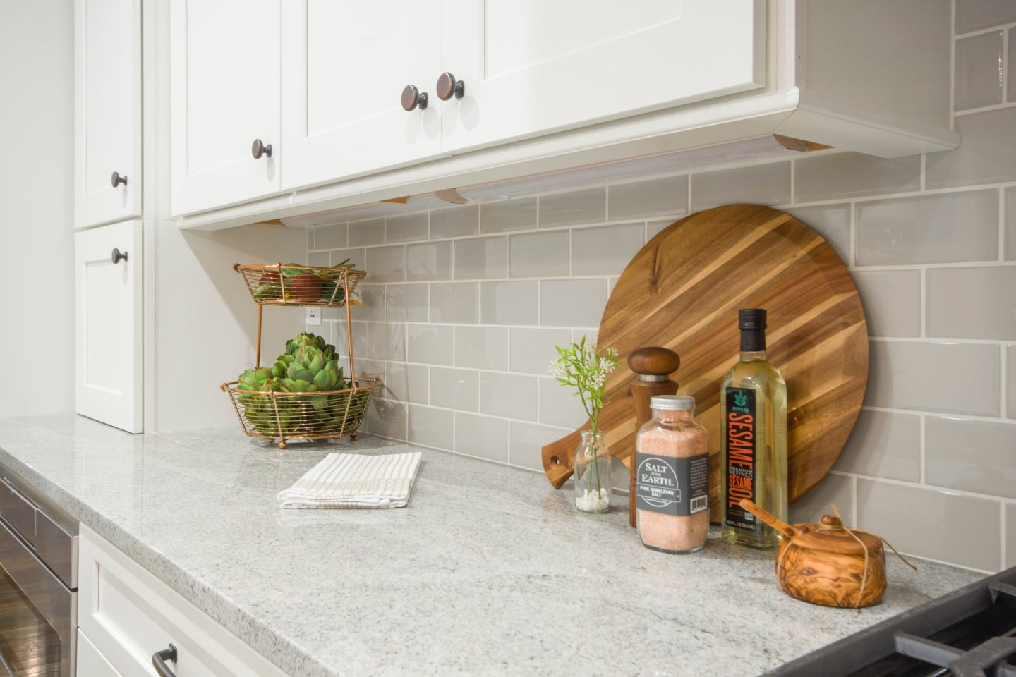 STRATEGIES FOR ARRANGING YOUR SMALL KITCHEN LIKE A PRO