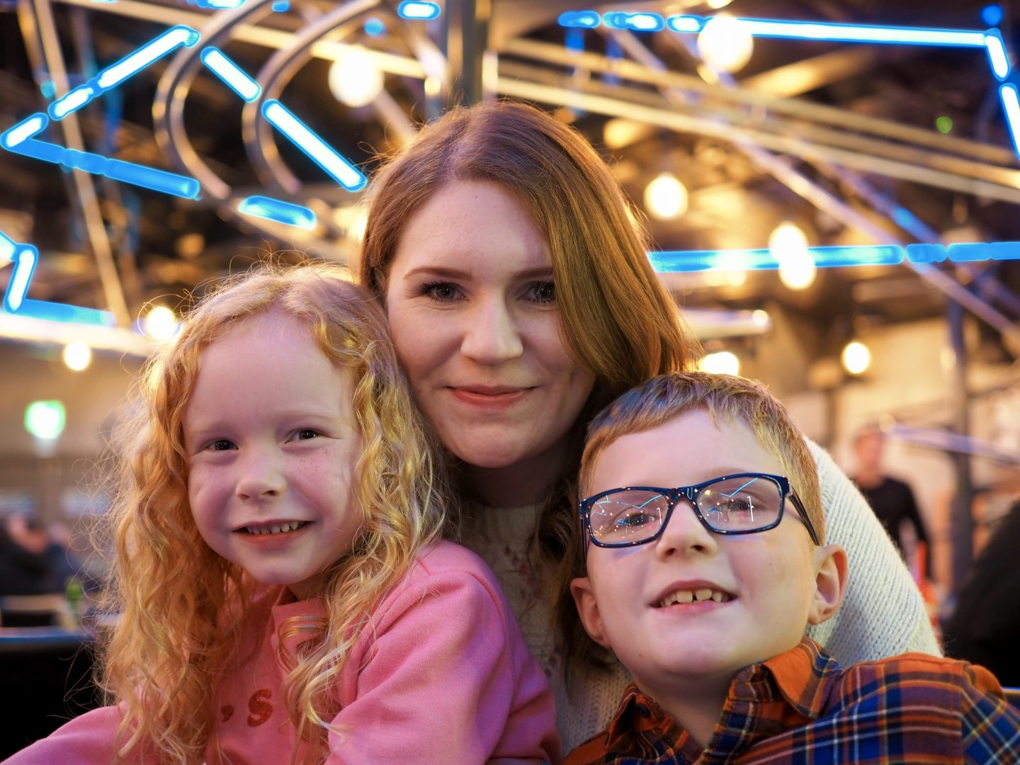 ALTON TOWERS ROLLERCOASTER RESTAURANT   REVIEW