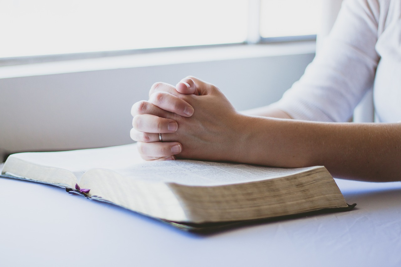 5 SIMPLE PRAYERS FOR CHILDREN TO LEARN